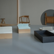 Ausstellungsaufbau . Utensilienbox